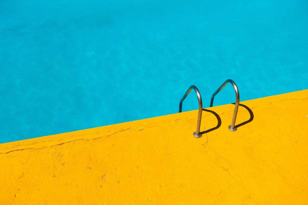 Algen im Pool: Rechtzeitig erkennen und Maßnahmen ergreifen